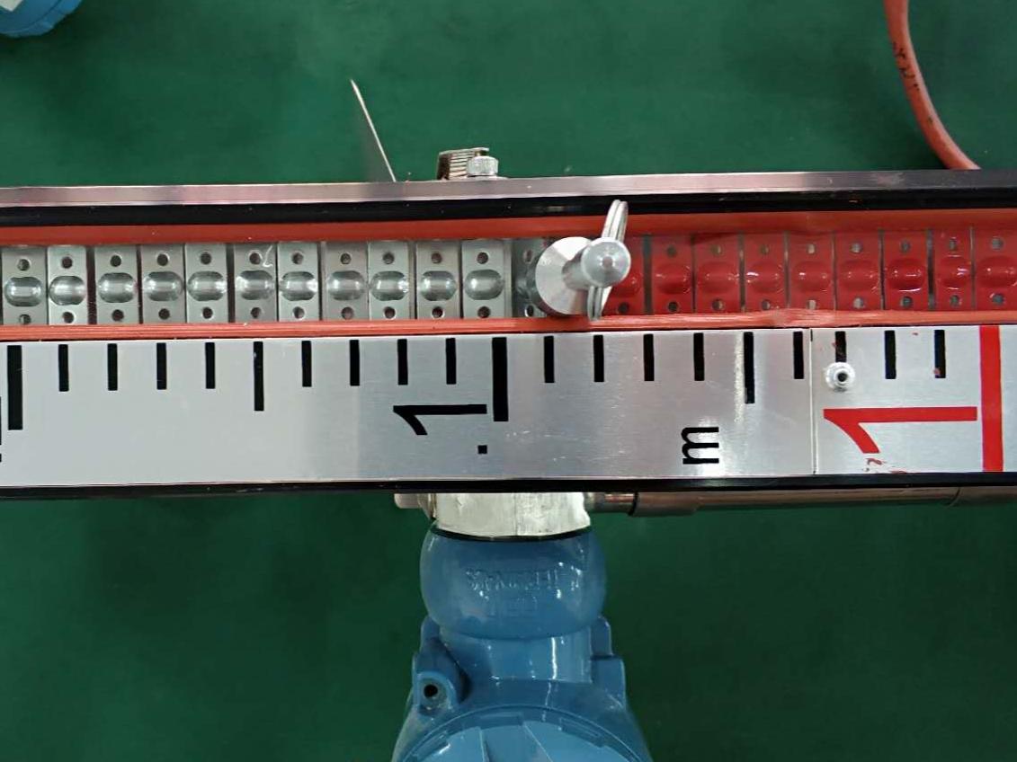 如何利用液位校正器对磁翻板液位计进行校正